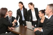الصفات التي تشكل أداب العمل